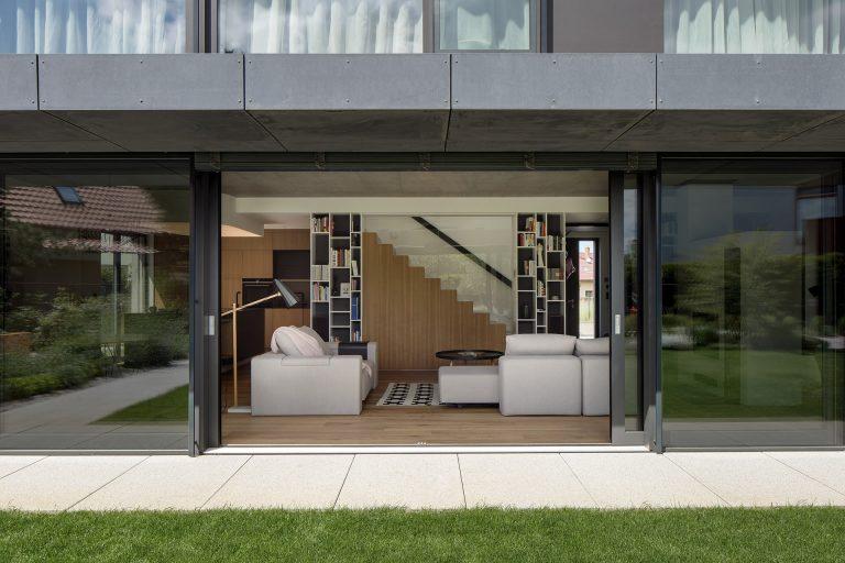 Schody ako dominanta obývačky? Umelecky poňaté určite áno!