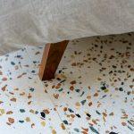 Terazzo podlaha orechové drevo