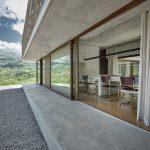 Štvorcový dom presklený v Taliansku