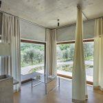 ľanové závesy v stredomorskom interiéri