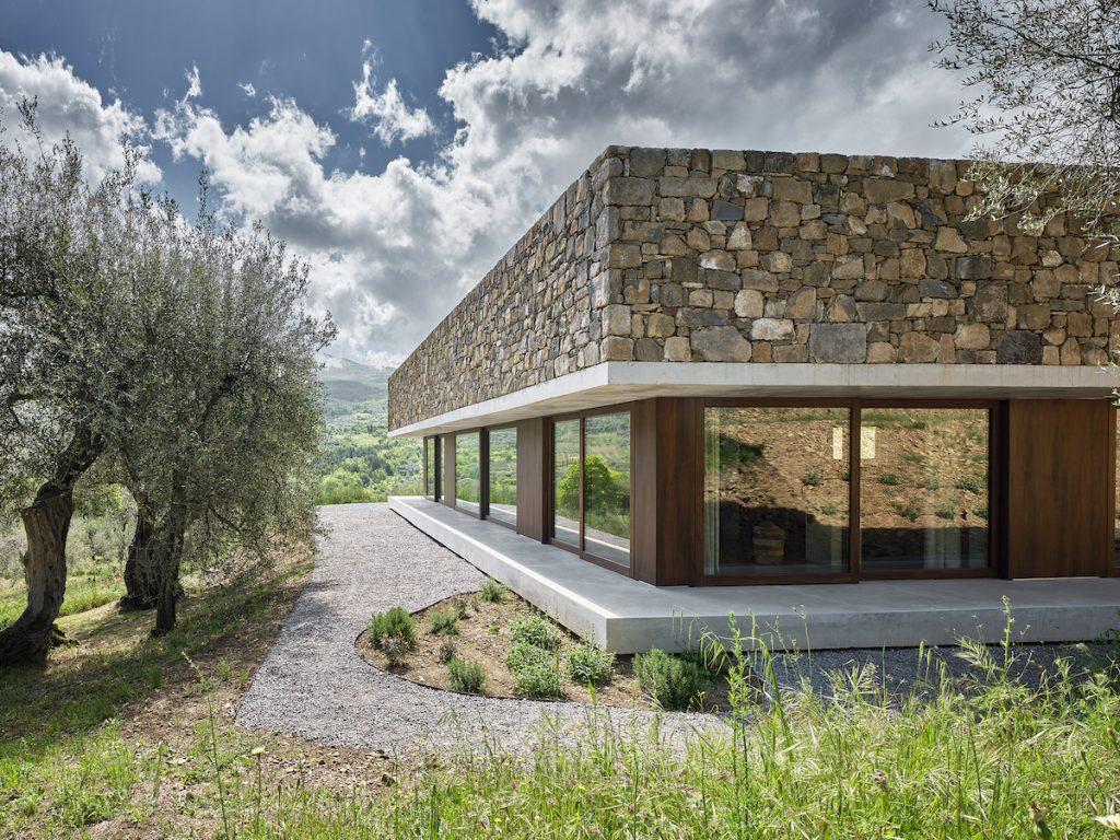 Óda na stredomorskú architektúru: Svetlý dom s átriom uprostred