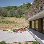 Hranatý dom s terasou