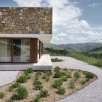 Moderný štvorcový dom s výhľadom