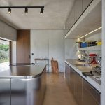 Kuchyňa s netradičným ostrovčekom kov