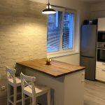 Kuchyňa s obkladom a ostrovčekom