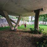 Spodná betónová doska domu hojdačky
