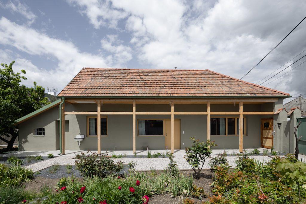 Dom v Šali z roku 1928 po rekonštrukcii: Mottom bolo nebúrať, ale zachraňovať!
