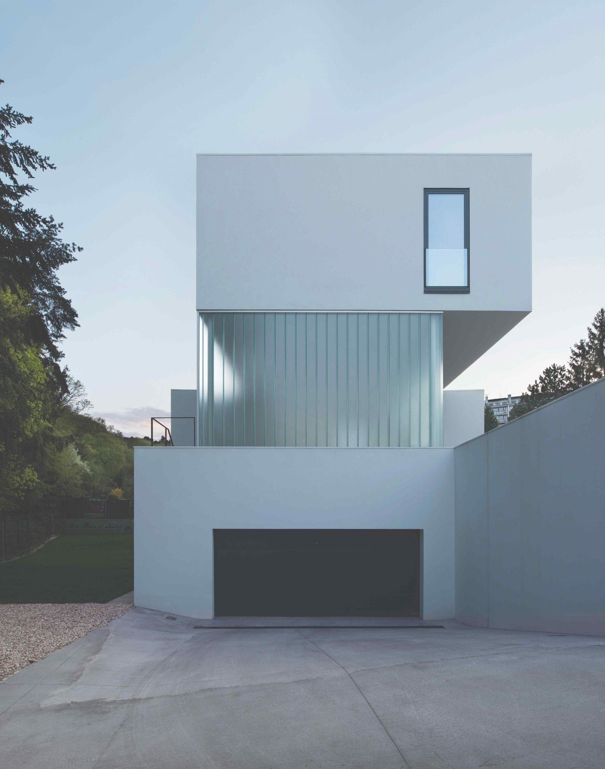 moderný biely dom