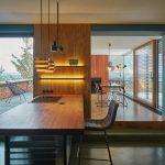 Kuchyňa barový pult výhľad do zimnej záhrady