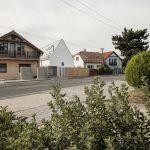 Úzky dom medzi stavbami