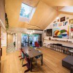 Obývačka a jedáleň pod šikmou strechou