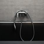 Sivá kúpeľňa detail batérie
