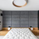 Luxusná spálňa s tapacírovanou stenou
