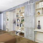 Betónové steny drevený nábytok