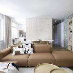 Obývačka s veľkou sedačkou