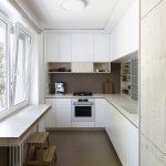 Biela úzka kuchyňa v paneláku