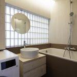 Kúpeľňa s vaňou a podsvietením