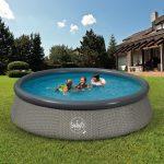 Bazén na záhrade kúpanie