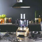 Food procesor na kuchynskej linke jedlo