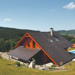 Rodinný dom so strechou po zem