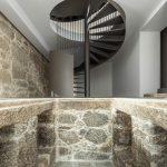 Pôvodný kameň a tičité schodisko