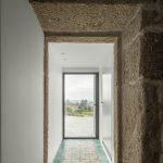 Predsieň pôvodná kamenná stena a mozaika