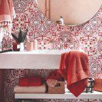 Kúpeľňa ladená do červena