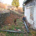 Odkopanie múrov patrí k doplnkovým spôsobom odvlhčenia