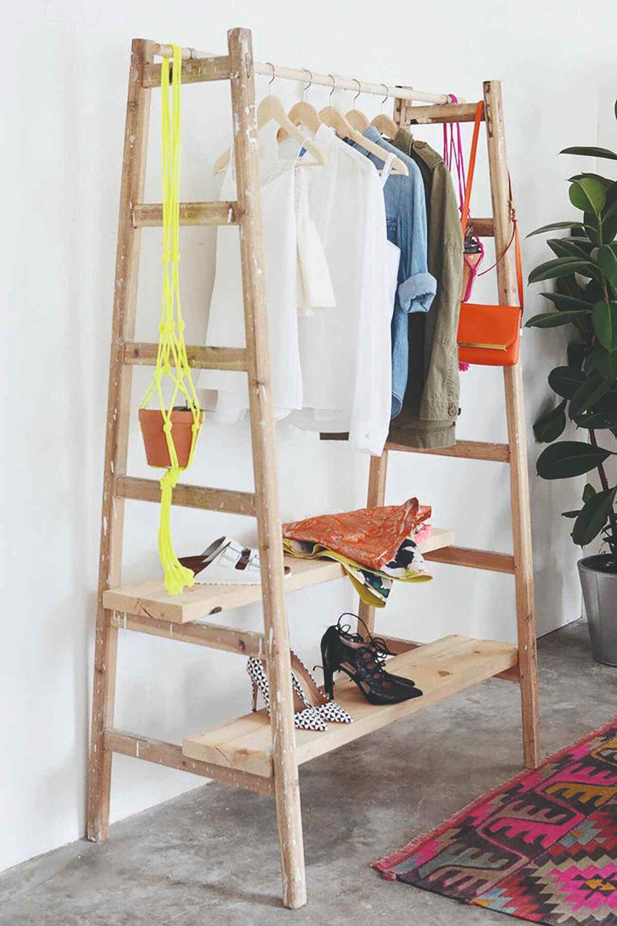 Rebrík ako vešiak na šaty