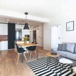 Obývačka s jedálňou v škandinávskom štýle