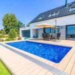 Kopaný bazén pred rodinným domom
