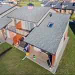 Moderný dom s nízkym sklonom strechy
