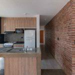 Kuchyňa s tehlovou stenou
