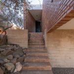 Tehlové schody do domu
