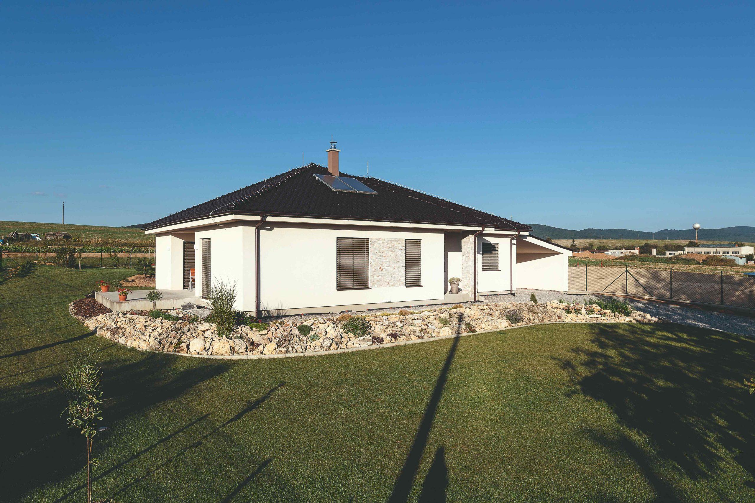 Prízemný rodinný dom so skalkou