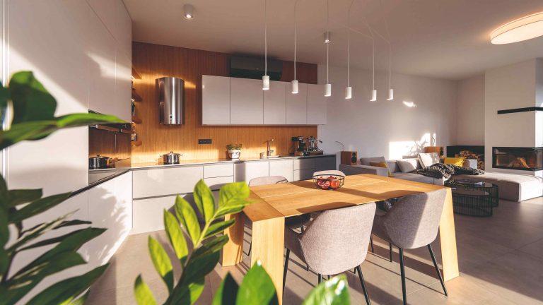 Nadčasový byt na Kolibe: Moderný minimalistický štýl spríjemnili výberom prírodných materiálov a farieb
