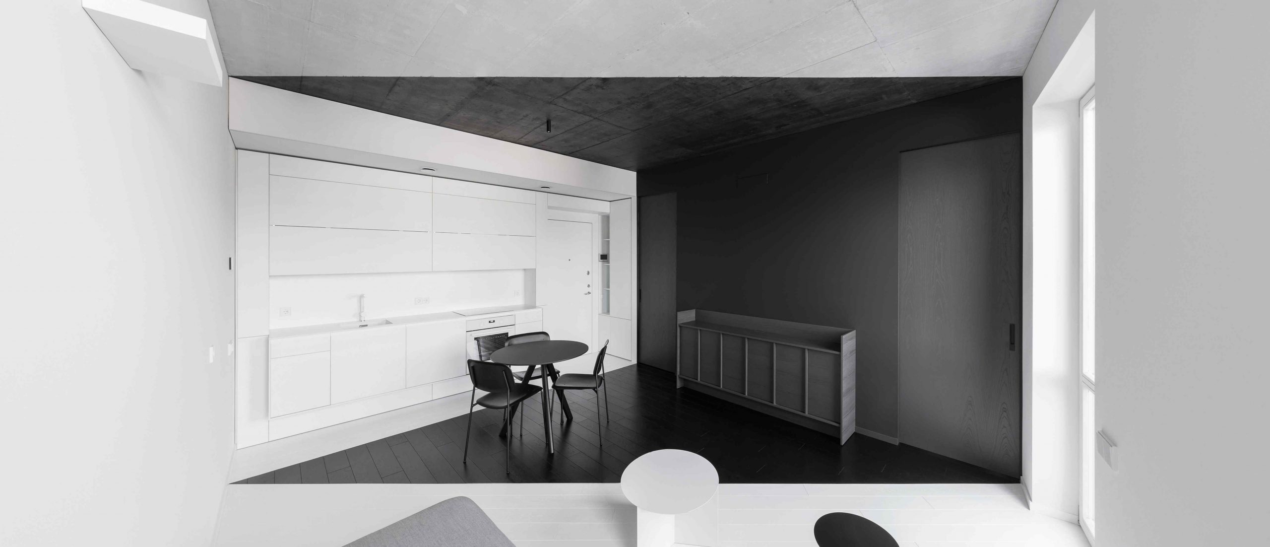 Čiernobiely malý byt v štýle origami