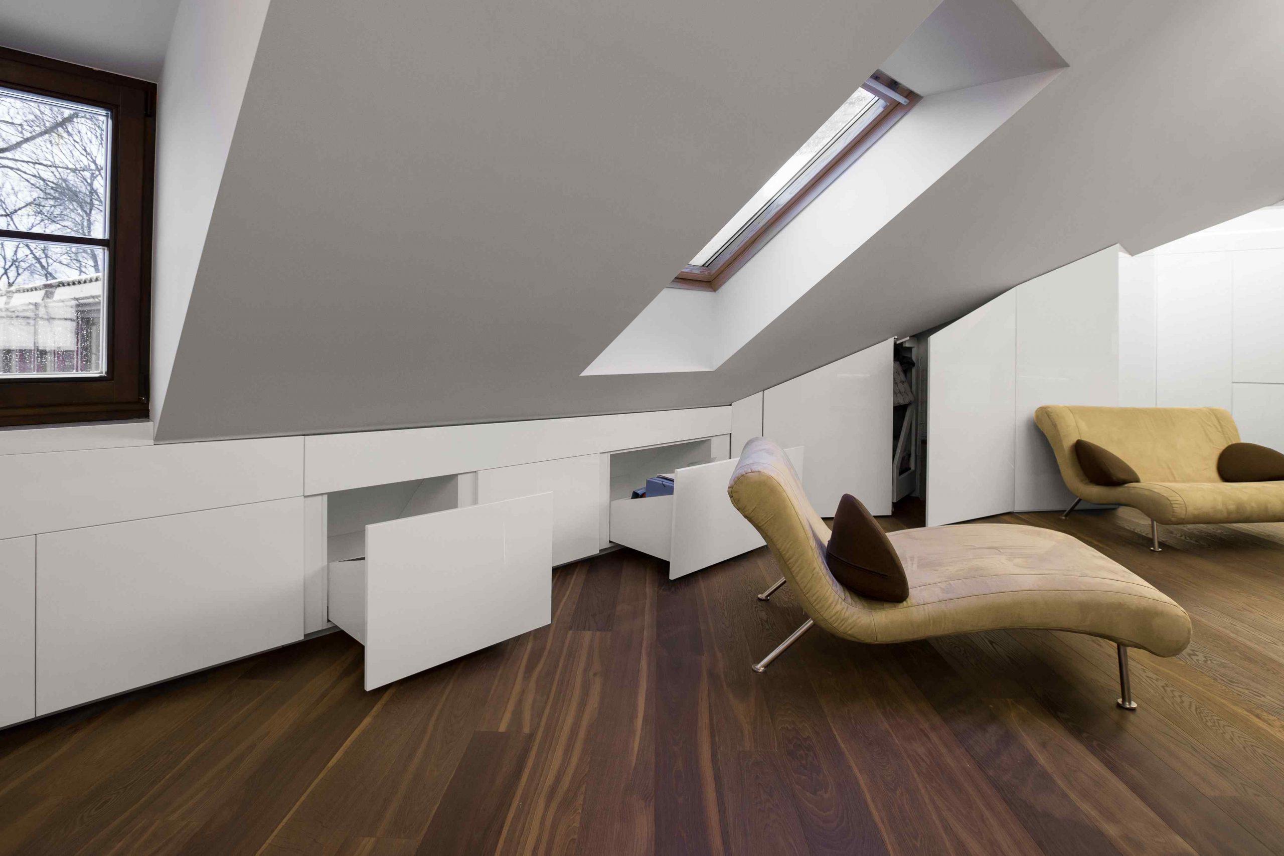 Skryté úložné priestory v podkrovnom byte