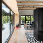 Presklená obývačka s vonkajšou terasou