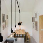 Kuchyňa s jedálenským stolom a svetlíkom