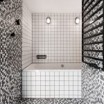 Bielo-čierna kúpeľňa s mozaikou