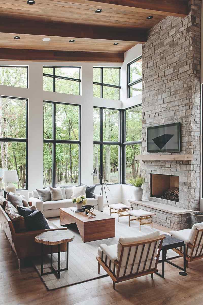 Obývačka s kozubom v rustikálnom štýle