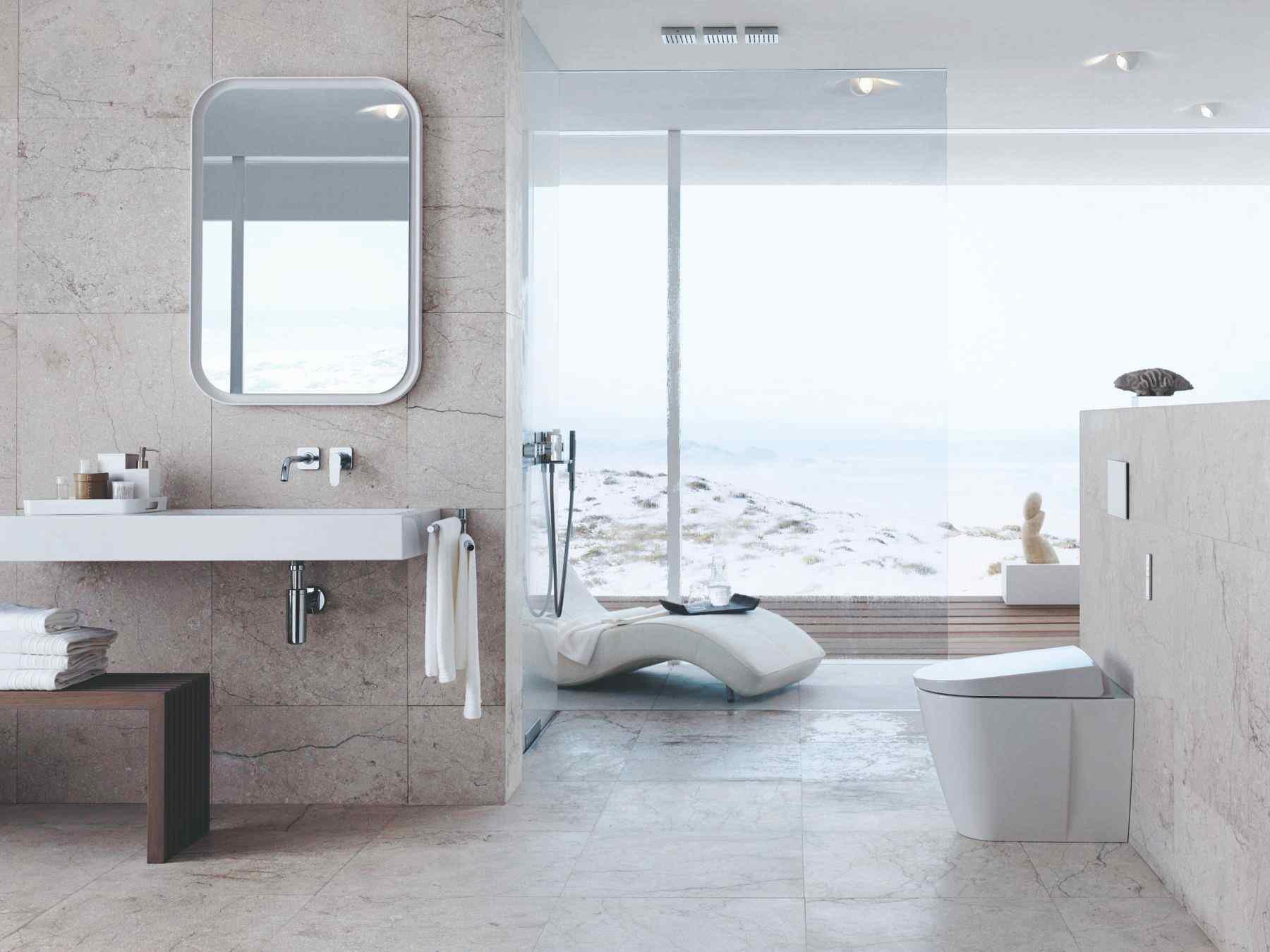Moderná kúpeľňa s výhľadom a more