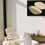 Japonský interiér bytu s keramikou