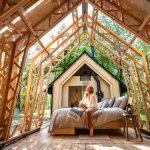 Presklená otváracia chata so spálňou a sediacou ženou