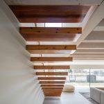Drevené moderné schodisko