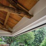 Hlavná spoločenská časť s krovom a letnou kuchyňou