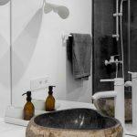 Dizajnové prírodné umývadlo v kúpeľni