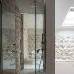 Vstavaná voľne stojaca sprcha v spálni