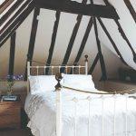 Podkrovná izba s romantickou posteľou